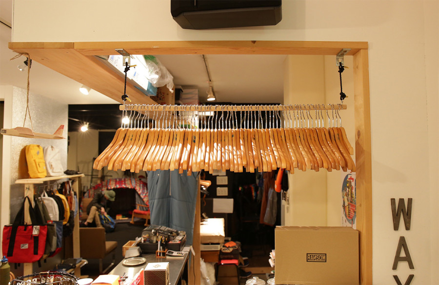 wax  Hanger rack